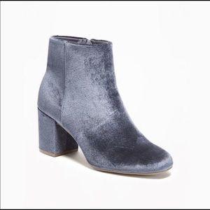 💙 Blue Velvet Booties size 8 🌀